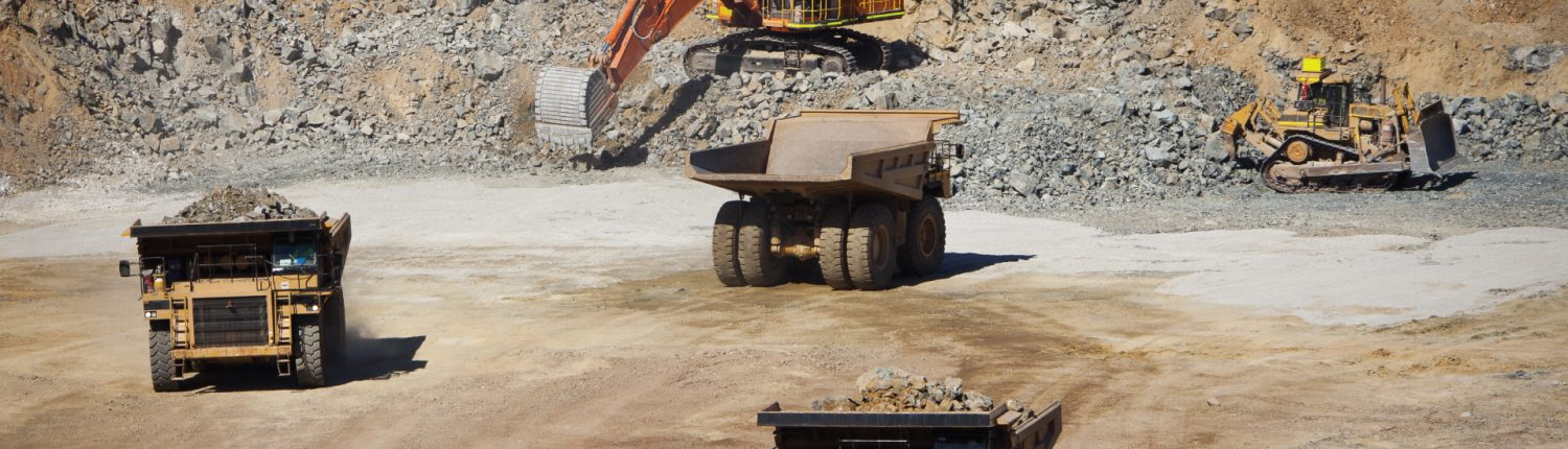 Mining pit with prime movers