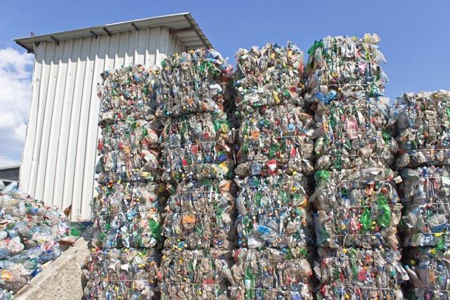 pile-of-pet-bottles-garbage